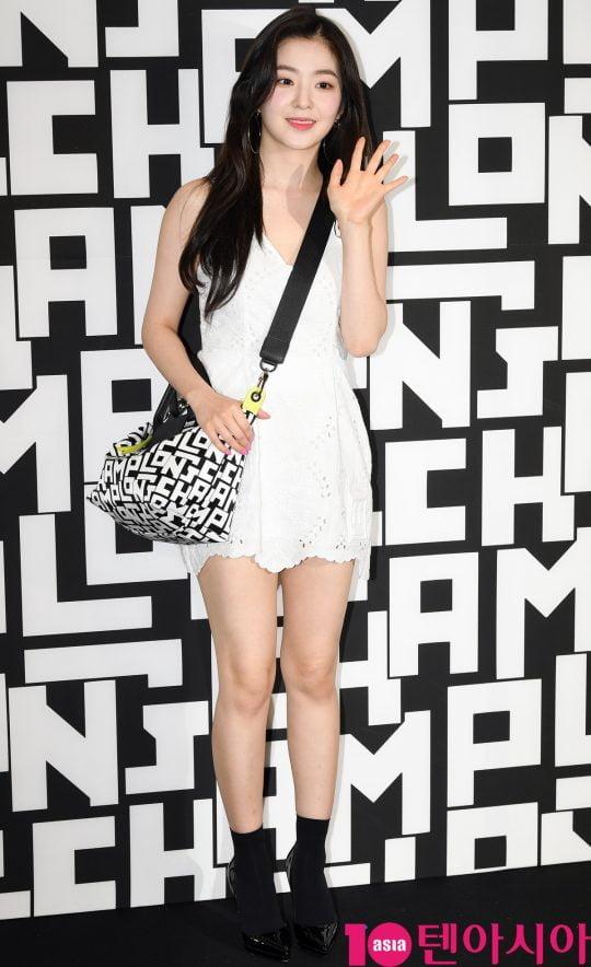 레드벨벳 아이린이 17일 오후 서울 소공동 롯대백화점에서 열린 롱샴 포토콜 행사에 참석하고 있다.