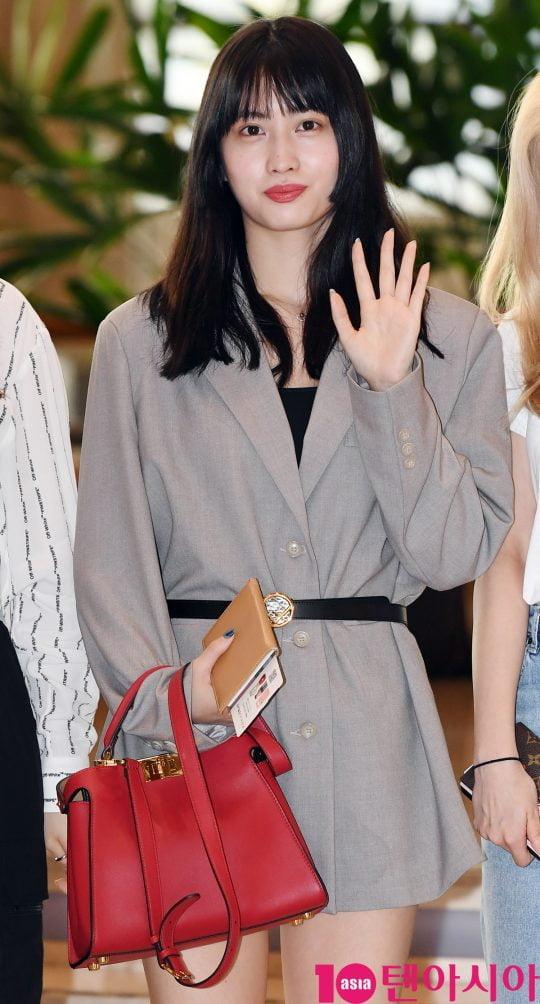 걸그룹 트와이스(나연, 정연, 모모, 사나, 지효, 미나, 다현, 채영, 쯔위) 모모가 18일 오전 '2019 K CON(케이콘) IN JAPAN' 참석 차 김포국제공항을 통해 일본으로 출국했다.