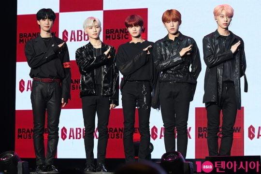 그룹 AB6IX 임영민(왼쪽부터), 전웅, 이대휘, 박우진, 김동현./ 이승현 기자 lsh87@