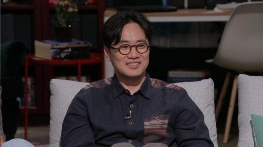 JTBC '방구석1열'에 출연한 민규동 감독./사진제공= JTBC