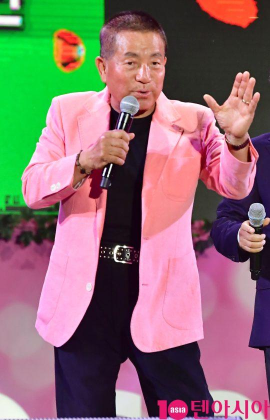 뽀빠이 이상용이 지난 24일 오후 서울 중랑구 서울장미공원에서 열린 2019 서울장미축제에 참석하고 있다.