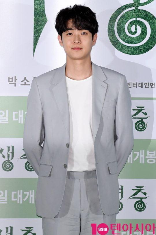 배우 최우식이 28일 오후 용산구 한강로 CGV용산 아이파크몰에서 열린 영화 '기생충'(봉준호 감독) 언론시사회에 참석하고 있다.