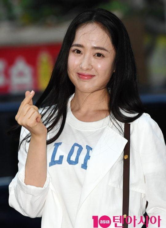 배우 김민정이 28일 오후 서울 여의도 한 음식점에서 열린 KBS 2TV 월화드라마 '국민 여러분!' 종방연에 참석하고 있다.