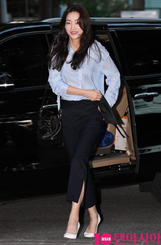 배우 지이수가 28일 오후 서울 여의도 한 음식점에서 열린 KBS 2TV 월화드라마 '국민 여러분!' 종방연에 참석하고 있다.