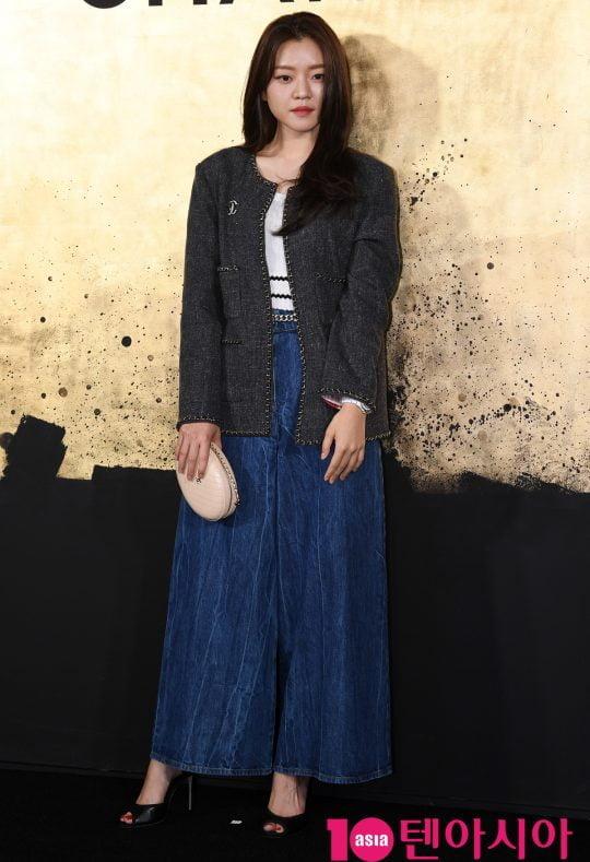 배우 고아성이 28일 오후 서울 성수동 2가 성수동 S팩토리에서 열린 샤넬, 파리-뉴욕 공방 컬렉션 쇼 개최 기념 포토월에 참석하고 있다.