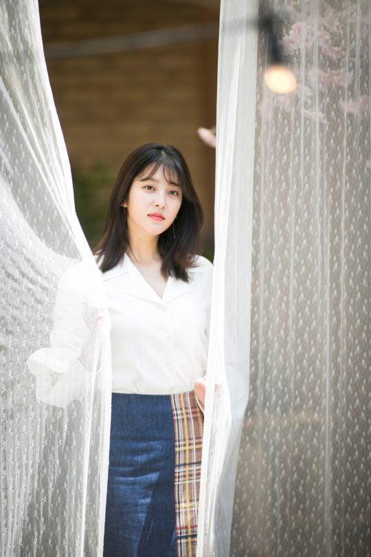 """박세영은 """"정의롭고 싶지만 그렇지 못한 사람들, 현실에 맞춰 살아가야 하는 '을'들의 이야기, 이런 한 사람 한 사람의 이야기에 끌렸다""""고 말했다./사진=씨엘엔컴퍼니"""