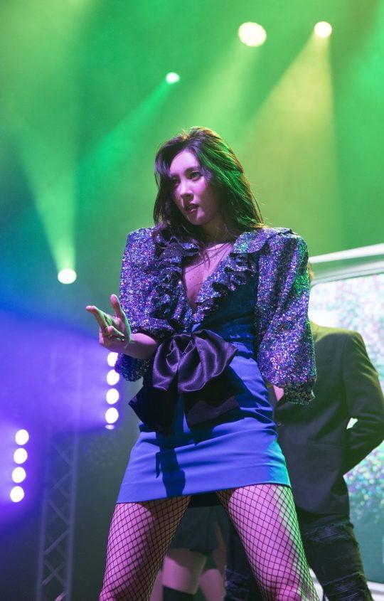 영국 런던 오투아레나의 라이브공연장에서 여린 유럽투어 첫 공연에서 '가시나'를 부르는 선미. / 제공=메이크어스엔터테인먼트