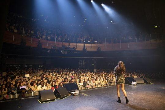 영국 런던 오투 아레나의 라이브공연장에서 '2019 월드투어 워닝(WARNING)'을 열고 있는 가수 선미. / 제공=메이크어스엔터테인먼트