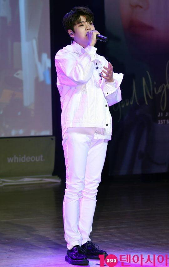 가수 지진석이 31일 오후 서울 청담동 일지아트홀에서 열린 싱글 '굿나잇'(good Night) 쇼케이스에서 멋진공연을 선보이고 있다.