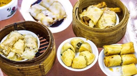 홍콩의 대표 음식 중 하나인 딤섬의 역사는 차를 마실 때 곁들여 먹던 간단한 음식에서 시작됐다.