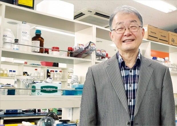 민창희 비욘드바이오 대표가 대전 유성구 본사 연구실에서 신약 파이프라인을 소개하고 있다.  비욘드바이오  제공