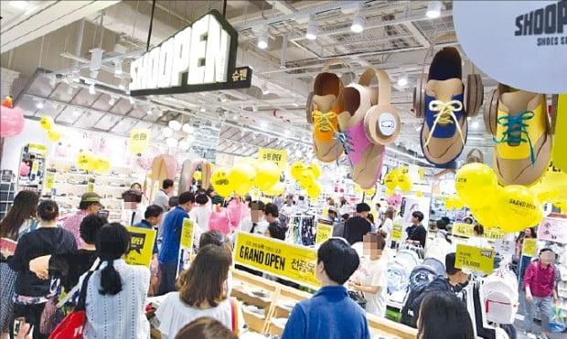 """""""4인 가족 신발 10만원에""""…슈펜의 '신발업계 유니클로' 전략 통했다"""
