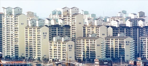 3기 신도시 발표 영향으로 이번주 경기 고양시 일산서구 아파트 매매 가격이 0.19% 하락했다. 사진은 일산서구 후곡마을 아파트 단지.  /한경DB
