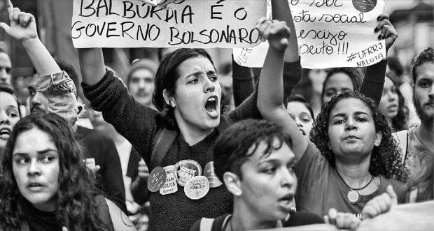 """""""교육예산 삭감 반대""""…브라질 200개 도시 격렬 시위"""