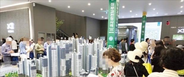 이번주 서울·수도권을 중심으로 1만6000가구가 훌쩍 넘는 대규모 분양 물량이 나온다. 사진은 17일 경기 과천시에서 문을 연 '과천자이' 모델하우스.  /GS건설  제공