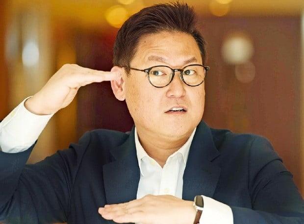 데니스 홍 UCLA 교수는 '로봇계의 레오나르도 다빈치'라는 별명을 갖고 있다. 로봇과 관련한 대중 강연을 위해 자주 한국을 찾는다. /김범준 기자 bjk07@hankyung.com