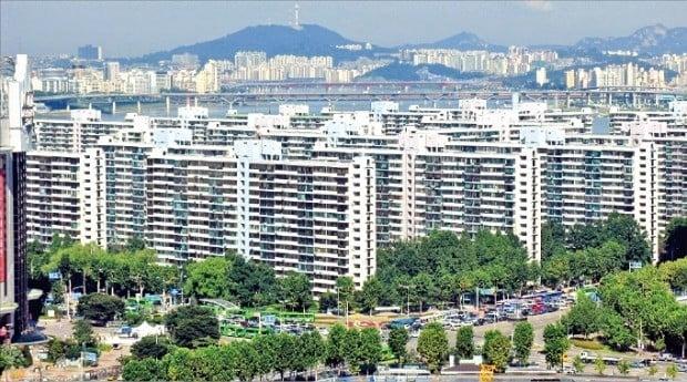 서울 강남권의 일부 재건축 대상 아파트 호가(또는 실거래가)가 지난해 9월 최고점 수준을 회복했다. 이달 들어 작년 최고가 수준에 거래된 송파구 잠실주공 5단지. /한경DB