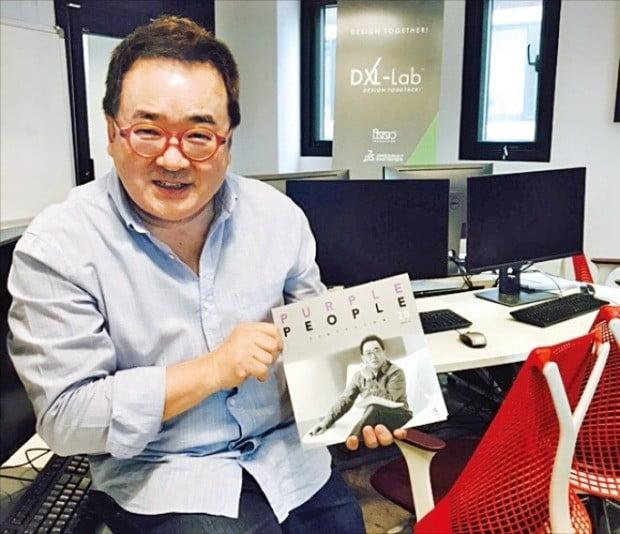 김영세 이노디자인 회장이 서울 역삼동 DXL에서 웃고 있다.  /이노디자인 제공