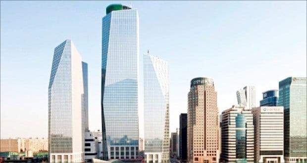 서울의 초고층 건물이 2023년 35개로 빠르게 늘 전망이다. 사진은 여의도 ifc몰 일대.  /한경 DB