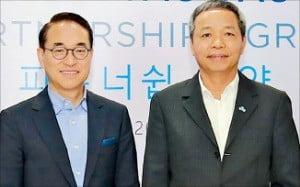 홍원표 삼성SDS 대표(왼쪽)와 응우옌쭝찡 CMC 대표.  /삼성SDS 제공