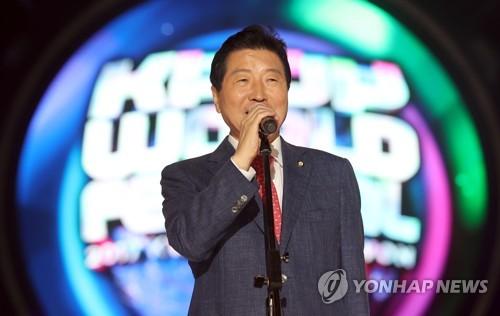 '20년 정치 인생 마무리' 안상수 전 창원시장 출판기념회