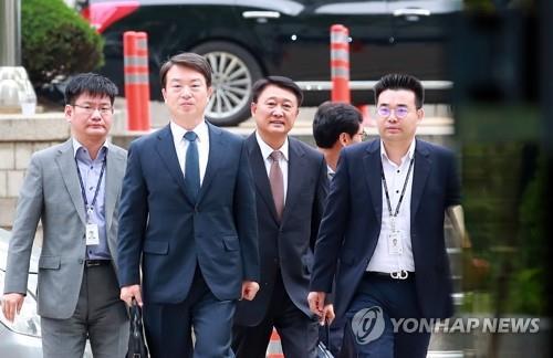 수사권 조정 앞둔 검경…전직 수장 '맞불 수사' 정면충돌