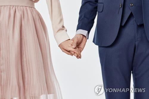 """""""미혼남녀 10명 중 8명 국제연애하고 싶어"""""""