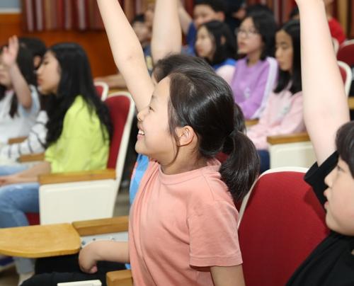 장휘국 광주교육감 '전두환 물러가라' 외친 학교서 5·18 수업