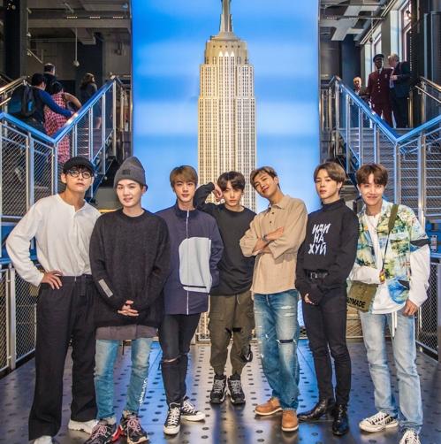 """""""환영해요 BTS"""" 보랏빛으로 물든 美 엠파이어 스테이트 빌딩"""