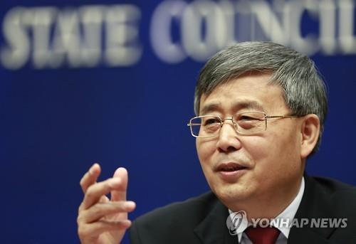 """中금융수장 """"위안화 급락은 미국 탓…'기술도둑질' 주장은 모욕"""""""