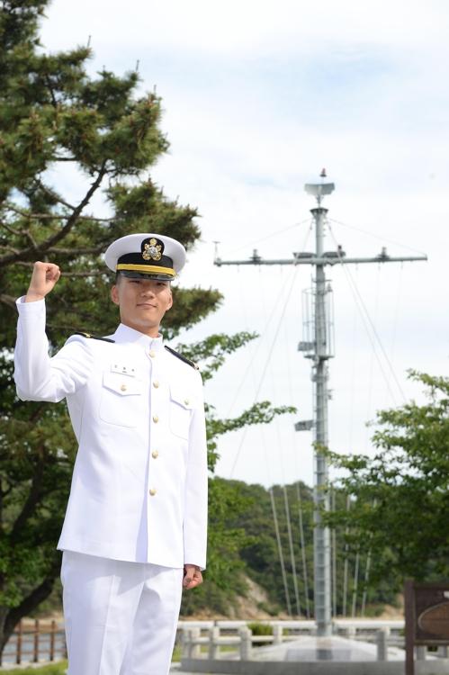 해군·해병대 사관후보생 292명 임관…'6전7기' 여군소위 눈길