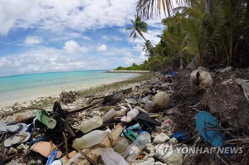 신발 100만개, 칫솔 37만개…호주 외딴섬 해변에 밀려온 쓰레기