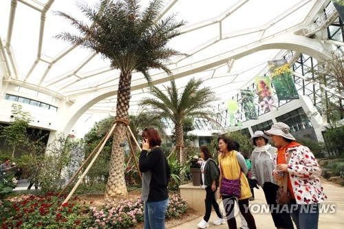 서울식물원 전면 개방 첫날…볼거리 늘었지만 '관람료 불만'