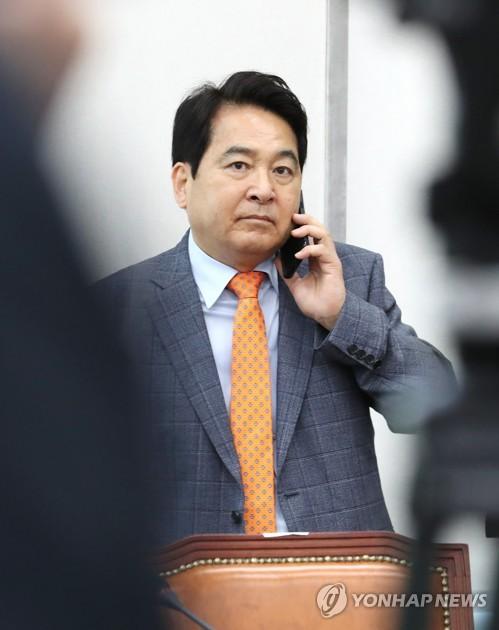 """윤호중 """"심재철, 한국당 내 존재가치 입증하려 진술서 공방"""""""