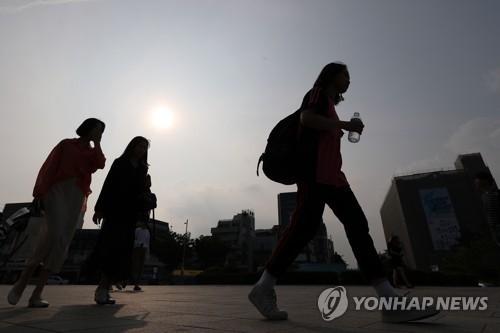 '한달 빠른 폭염'에 전국이 비상…지자체 더위 대비 서두른다