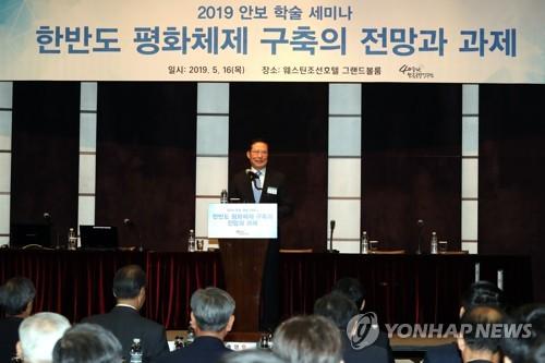 """송영무 """"김정은, 자유사상 접근…우리도 전쟁 트라우마 벗어야"""""""