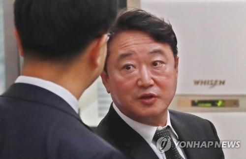"""'상속주식 차명보유' 이웅열 """"혐의 인정""""…검찰, 집행유예 구형"""