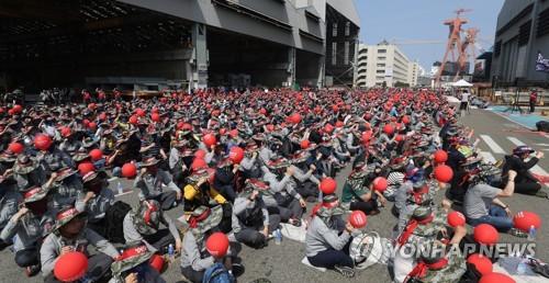 현대중공업 노조 이틀째 분할반대 부분파업…오토바이 시위도