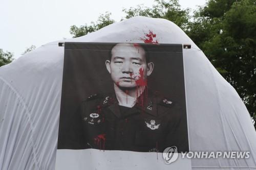 """올해도 가려진 포천 '전두환 공덕비'…진보단체 """"철거해야"""""""