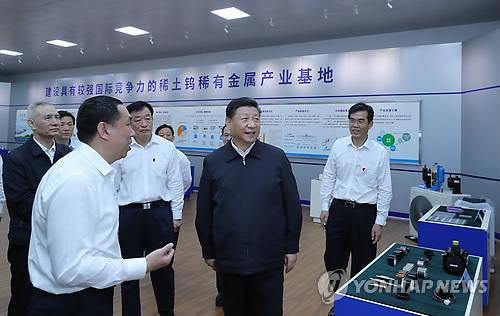 """시진핑 """"희토류는 중요한 전략 자원""""…대미 무기화 경고"""