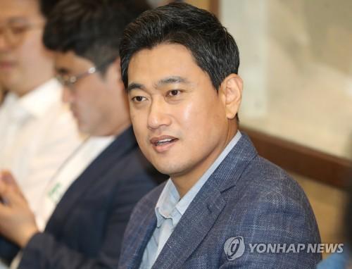 """국회파행 '평행선 대치'…""""조건없이 복귀"""" vs """"패스트트랙 사과"""""""