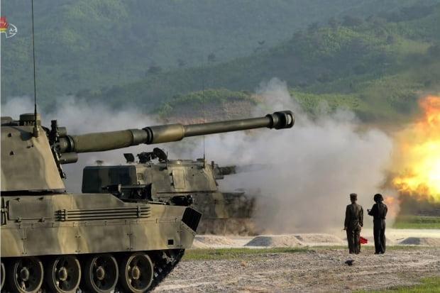 북한, 서부전선방어부대 화력타격훈련…김정은 지도 /사진=연합뉴스
