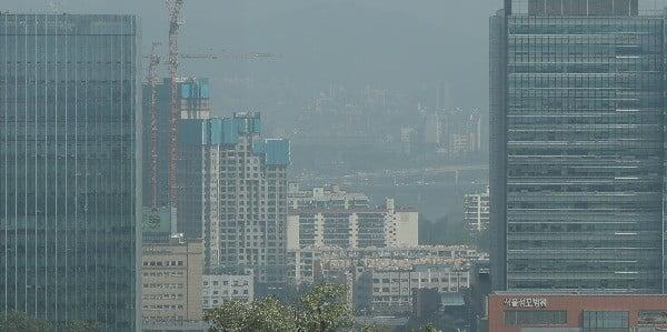 미세먼지에 둘러싸인 서울 도심. 사진=연합뉴스
