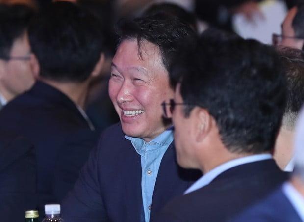 김희영 이사장과 공식 석상에 참석한 최태원 회장 /사진=연합뉴스