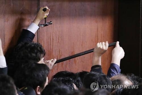 한국당, 이정미·與의원 14명 공동폭행 혐의로 3차 고발