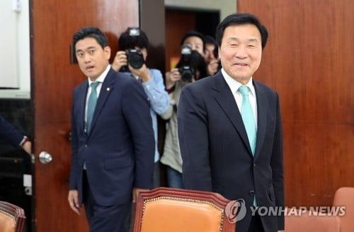 손학규·오신환, '지도부 퇴진' 담판…孫 사퇴요구 거부