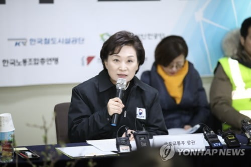 """김현미 국토장관 """"2022년까지 건설현장 사망사고 절반으로"""""""