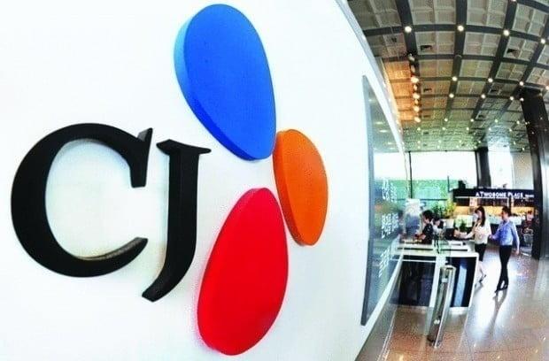 CJ가 세계 1위 아레나 운영 사업자이자 글로벌 스포츠·엔터테인먼트 기업인 미 AEG와 손잡고 경기 고양시에 2만석 규모의 최첨단 아레를 건설한다. CJ라이브시티는 10일 고양시 장항동 한류월드 부지에 신개념 복합 문화공간 'CJ LiveCity' 내 공연장을 2만석 규모의 아레나로 건설하고, 세계 일류 건축디자인과 설계를 통해 핵심 랜드마크 시설로 만들 예정이라고 밝혔다. 한경DB.