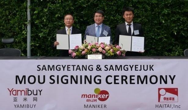 마니커에프앤지가 해태USA·야미바이와 3자간 업무협약(MOU)을 체결했다고 10일 밝혔다. 마니커에프앤지 제공.