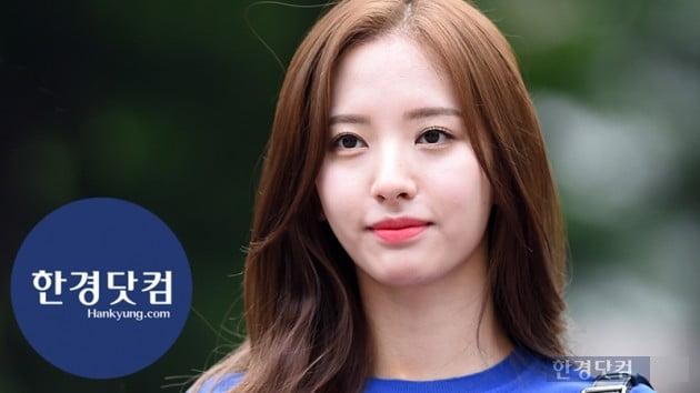 [HK영상] 우주소녀 보나, 단아한 미모에 시선 강탈…'눈부신 청순미~' (세로직캠)